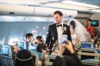 ニュース画像 1枚目:機内での結婚式