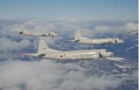 ニュース画像 1枚目:八戸市上空で初飛行訓練中のP-3C