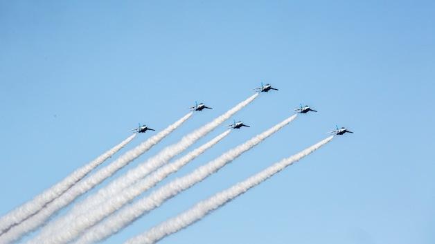 ニュース画像 1枚目:彦根城の上空を展示飛行する予定のブルーインパルス