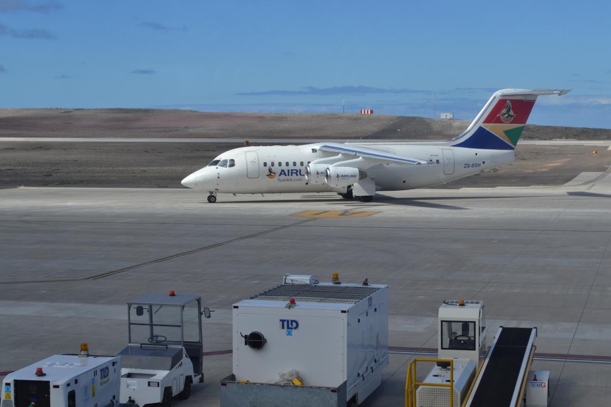 南アフリカのエアリンク、セント・ヘレナ島への定期便就航に合意  - エンブラエル   FlyTeam ニュース