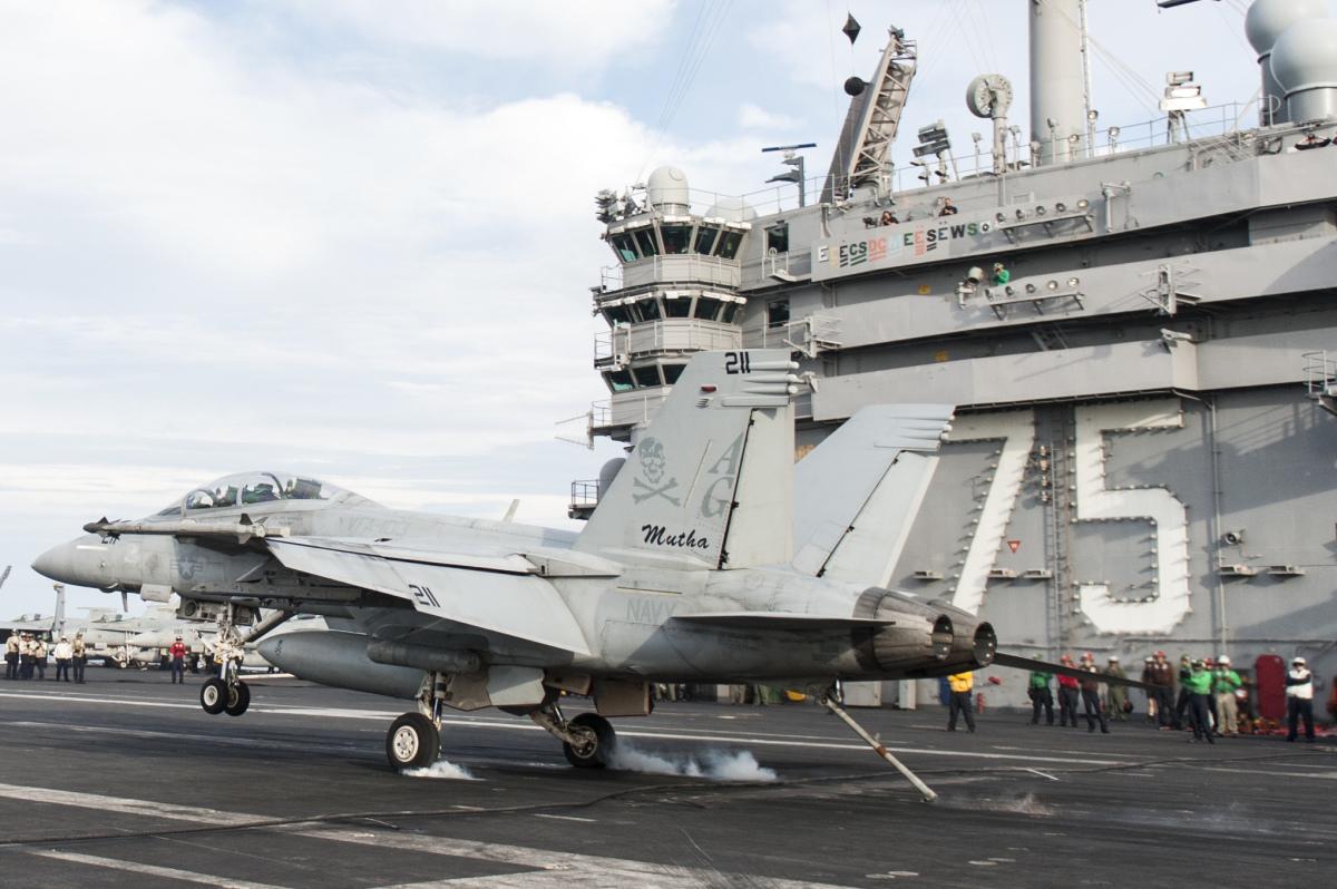 アメリカ海軍で371人目の1,000トラップ飛行士が誕生 | FlyTeam ニュース