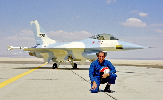 YF-16を予期せず初飛行させたテ...
