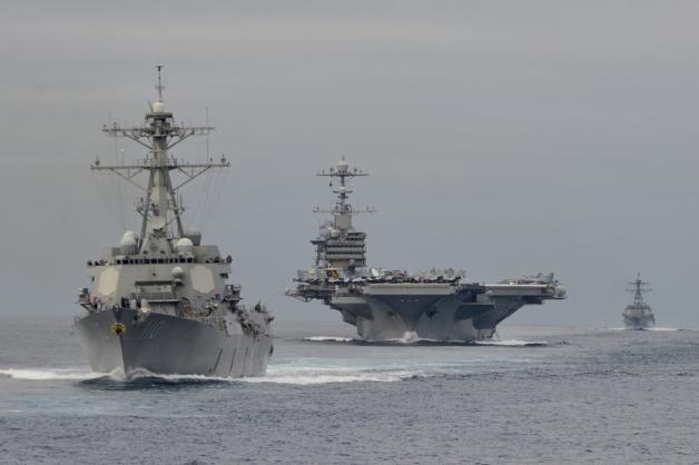 ニュース画像 1枚目:USS J.C.ステニスとUSS W.P.ローレンス(前)、USSチャン・フー(後)