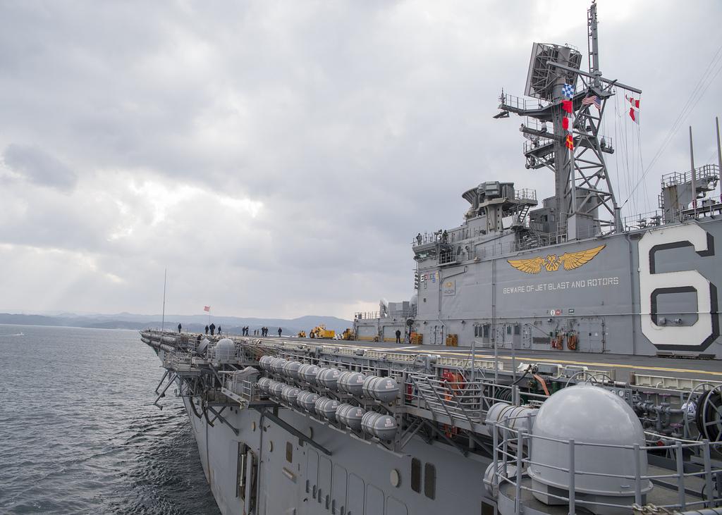 アメリカ海軍強襲揚陸艦ボノム・リシャールが佐世保を出港     | FlyTeam ニュース