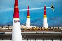 ニュース画像 1枚目:レッドブル・エアレース、2015年のラスベガスでマット・ホール選手の競技