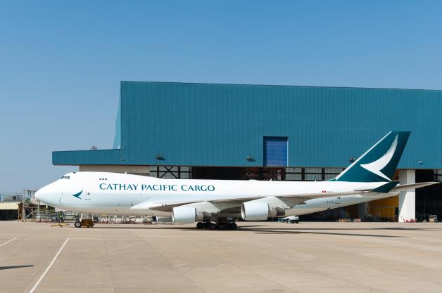 ニュース画像 1枚目:新塗装が施されたキャセイパシフィック航空の747-400F