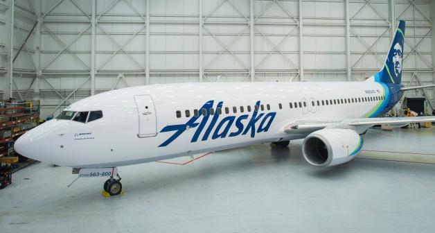 ニュース画像 1枚目:アラスカ航空の新ロゴ、新塗装を施した737-800