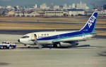 新城良彦さんが、名古屋飛行場で撮影した全日空 737-281/Advの航空フォト(写真)