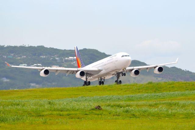 フィリピン航空 Airbus A340-300 RP-C3435 アントニオ・B・ウォン・パット国際空港  航空フォト | by kohei787さん