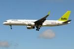 Tomo-Papaさんが、ロンドン・ガトウィック空港で撮影したエア・バルティック 757-256の航空フォト(写真)