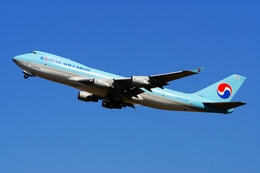 うまやどのおいるさんが、成田国際空港で撮影した大韓航空 747-4B5F/SCDの航空フォト(写真)