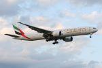 ヨルダンさんが、成田国際空港で撮影したエミレーツ航空 777-31H/ERの航空フォト(写真)