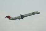 倉庫長さんが、福岡空港で撮影した日本航空 MD-81 (DC-9-81)の航空フォト(写真)
