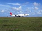 Mihaさんが、グアム国際空港で撮影した日本航空 747-446の航空フォト(写真)