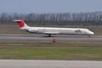ニライカナイさんが、新潟空港で撮影した日本航空 MD-81 (DC-9-81)の航空フォト(写真)
