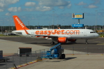 Koenig117さんが、アムステルダム・スキポール国際空港で撮影したイージージェット A320-214の航空フォト(写真)