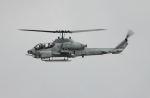 Koenig117さんが、嘉手納飛行場で撮影したアメリカ海兵隊 AH-1W SuperCobraの航空フォト(写真)