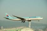 かみきりむしさんが、関西国際空港で撮影した大韓航空 A330-322の航空フォト(写真)