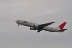ニライカナイさんが、小松空港で撮影した日本航空 767-346の航空フォト(写真)