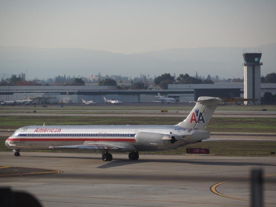 アメリカン航空 McDonnell Douglas MD-80 (DC-9-80) N983TW ノーマン・Y・ミネタ・サンノゼ国際空港  航空フォト   by hana父さん