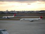 ぶーちゃんさんが、伊丹空港で撮影した日本航空 MD-81 (DC-9-81)の航空フォト(写真)
