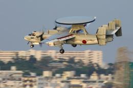 安芸あすかさんが、那覇空港で撮影した航空自衛隊 E-2Cの航空フォト(写真)
