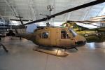Koenig117さんが、ワシントン・ダレス国際空港で撮影したアメリカ陸軍 UH-1Hの航空フォト(写真)