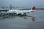 しかばねさんが、那覇空港で撮影した日本航空 747-446Dの航空フォト(写真)