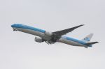 山河 彩さんが、関西国際空港で撮影したKLMオランダ航空 777-306/ERの航空フォト(写真)