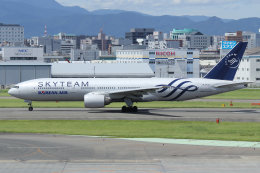 tak✈さんが、福岡空港で撮影した大韓航空 777-2B5/ERの航空フォト(写真)
