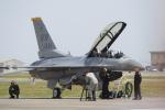 Koenig117さんが、岩国空港で撮影したアメリカ空軍 F-16DM-50-CF Fighting Falconの航空フォト(写真)