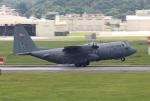Koenig117さんが、嘉手納飛行場で撮影したアメリカ空軍 C-130H Herculesの航空フォト(写真)