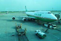 シフォンさんが、台湾桃園国際空港で撮影したエバー航空 747-45Eの航空フォト(写真)