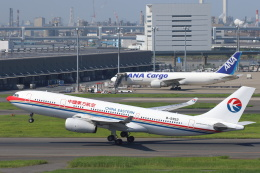 安芸あすかさんが、羽田空港で撮影した中国東方航空 A330-243の航空フォト(写真)