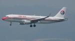 にっしーさんが、香港国際空港で撮影した中国東方航空 A320-214の航空フォト(写真)
