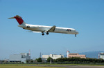 Gambardierさんが、伊丹空港で撮影した日本航空 MD-81 (DC-9-81)の航空フォト(写真)