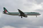 PASSENGERさんが、ロンドン・ヒースロー空港で撮影したアリタリア航空 A321-112の航空フォト(写真)