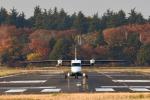 gucciyさんが、調布飛行場で撮影した新中央航空 228-212の航空フォト(写真)