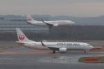 木人さんが、新千歳空港で撮影した日本航空 737-846の航空フォト(写真)