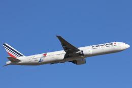 安芸あすかさんが、成田国際空港で撮影したエールフランス航空 777-328/ERの航空フォト(写真)