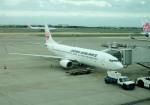 mojioさんが、台湾桃園国際空港で撮影した日本航空 737-846の航空フォト(写真)