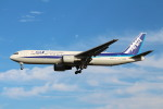 bb212さんが、成田国際空港で撮影した全日空 767-381/ERの航空フォト(写真)