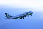 hidetsuguさんが、新千歳空港で撮影したエバー航空 747-45Eの航空フォト(写真)