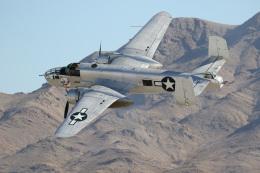 チャッピー・シミズさんが、ネリス空軍基地で撮影したアメリカ空軍 B-25J Mitchellの航空フォト(写真)