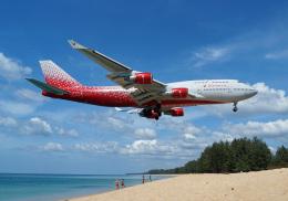 4両編成の金魚鉢さんが、プーケット国際空港で撮影したロシア航空 747-446の航空フォト(写真)