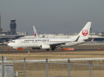 SIさんが、成田国際空港で撮影した日本航空 737-846の航空フォト(写真)