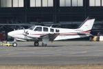 HEATHROWさんが、八尾空港で撮影した朝日航空 Baron G58の航空フォト(写真)
