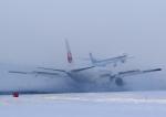 tuckerさんが、新千歳空港で撮影した日本航空 777-246の航空フォト(写真)