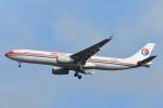 B747‐400さんが、成田国際空港で撮影した中国東方航空 A330-343Xの航空フォト(写真)