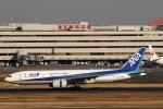 にしやんさんが、羽田空港で撮影した全日空 777-281/ERの航空フォト(写真)